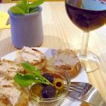 自家製リエットとフランスグラスワイン